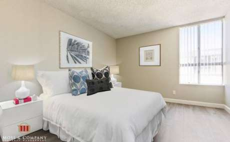 1+1 Newly Renovated in North Hollywood-Pool